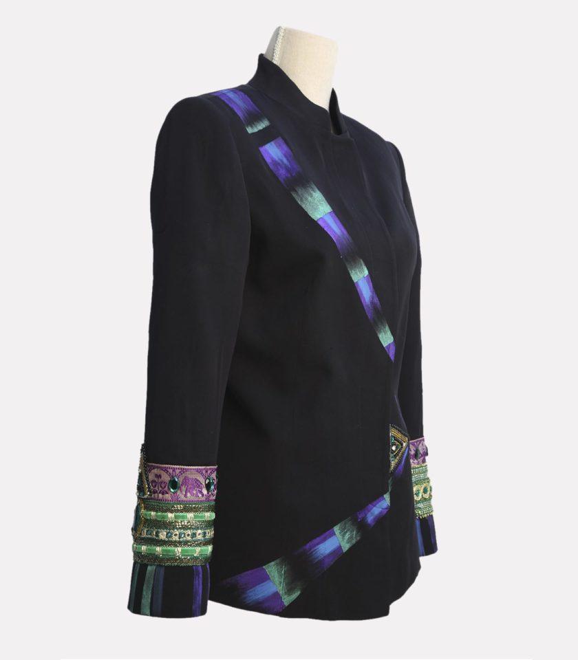 giacca con applicazioni gioiello dipinta a mano
